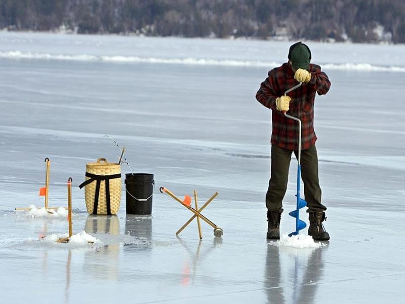 ماهیگیری در یخ - Ice fishing
