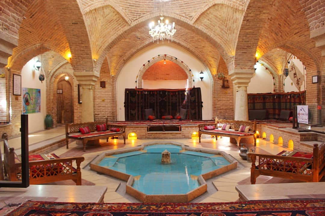 سفره خانه سنتی حمام قلعه همدان